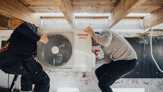 Hjemmekontor og høye strømpriser gir tidenes varmepumpe-salg