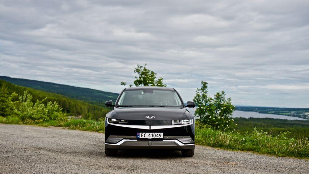 Hyundai Ioniq 5 med bakhjulstrekk kan leveres umiddelbart – mens du må vente i fem måneder på versjonen med firehjulstrekk.