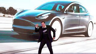Musk: Brikkemangelen går over i løpet av et år