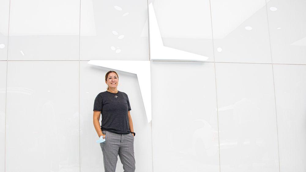 Anya Ernest utforsker og designer nye tjenester hos Polestar.