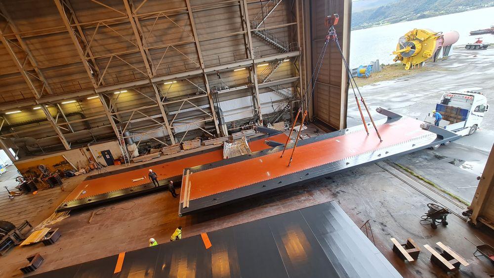 Fabrikken Prodtex Industris døråpning på 24 meter setter en naturlig øvre grense for hvor brede brudekker de kan produsere.