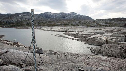 Vannmagasinet Osvatnet i Torbudalen ved Sunndalsøra fra et tidligere år da det også var lite vann i magasinet.