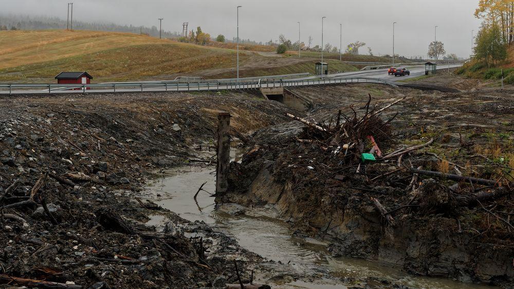 Tistilbekken der den krysser fylkesvei 120, noen meter fra der raset ble utløst.