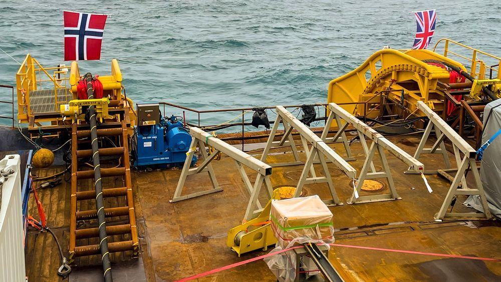 North Sea Link, kabelen mellom Norge og England, åpner i morgen 1. oktober. Aktørene som vil bygge havvind i Sørlige Nordsjø ønsker også å føre den i land både i Norge og i england.