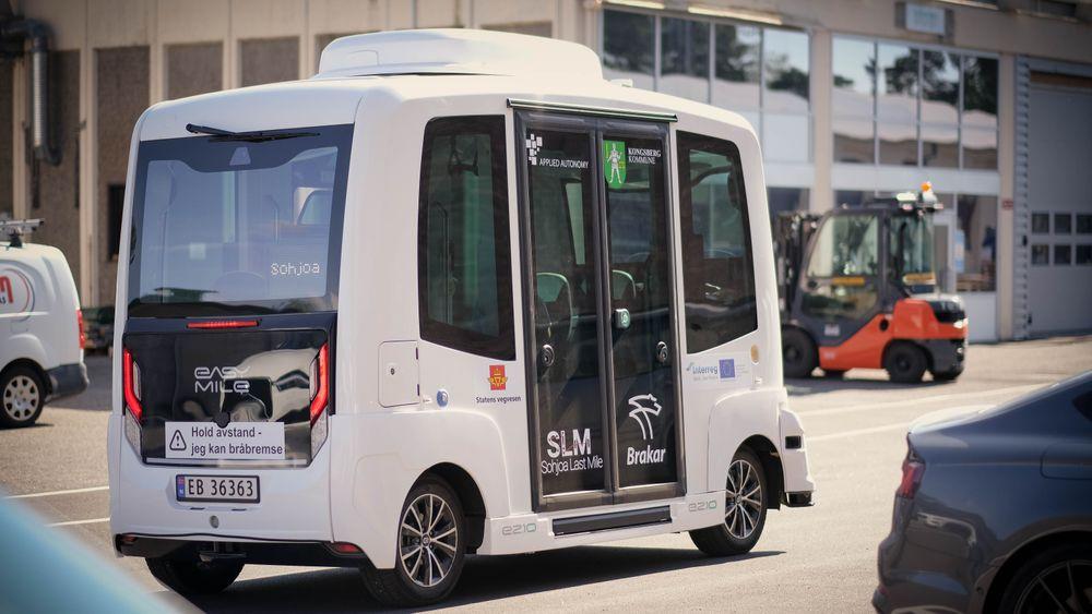 Norges første fjernstyrte selvkjørende buss har blitt sluppet løs i Teknologiparken på Kongsberg.