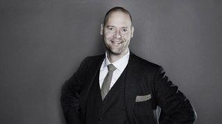 Anders Fogh Jensen og medforfatter Dennis Nørmarks bok om pseudoarbeid skapte stor debatt i Danmark. Nå er den ute på norsk.