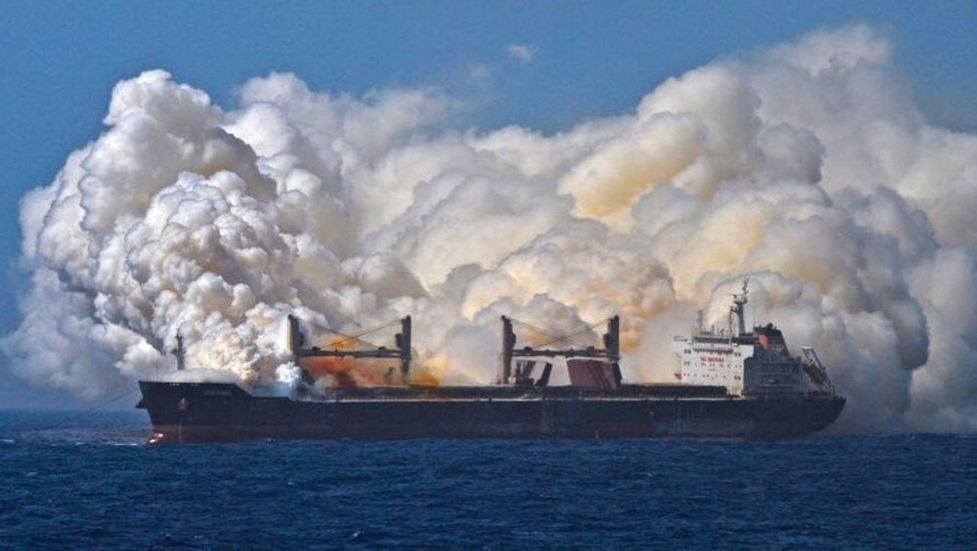 Det tok over to uker før den giftige røyken sluttet å strømme ut fra MV Cheshire.