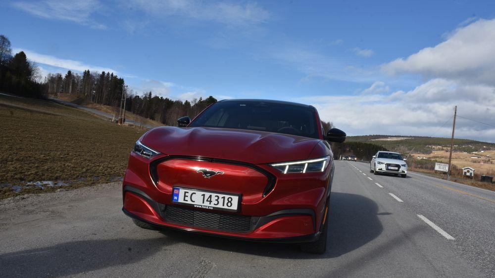 Ford Mustang Mach-e er en av bilene som kan få høyere avgifter til neste år.