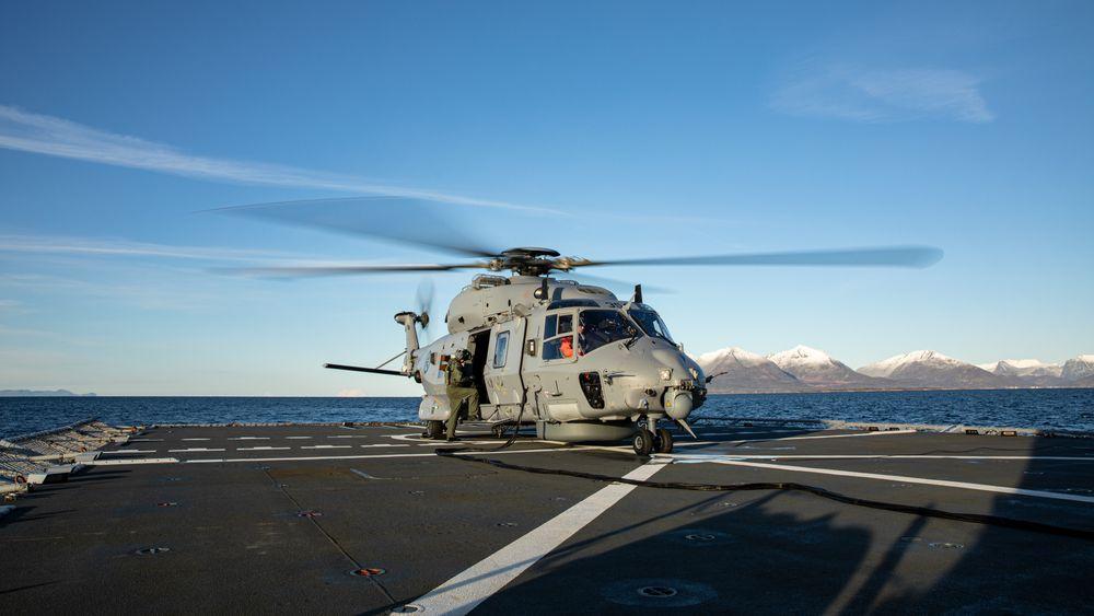 NH90 på dekket på fregatten «Fridtjof Nansen». Slik det ser ut nå, er det først om to år at NH90 oppnår første operative evne som fregatthelikopter.
