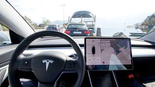«Over the air»-oppdateringene til Tesla tilfredsstiller ikke nødvendigvis sikkerhetskravene til National Highway Traffic Safety Administration (NHTSA) i USA.