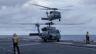 Den australske marinen sliter med NH90 – kjøper flere Seahawk-helikoptre
