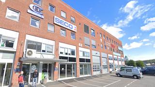Det norske IT-selskapet holder til i dette kontorbygget på Lørenskog utenfor Oslo. De to mennene på bildet har ikke noe med denne saken å gjøre. Illustrasjonsfoto.