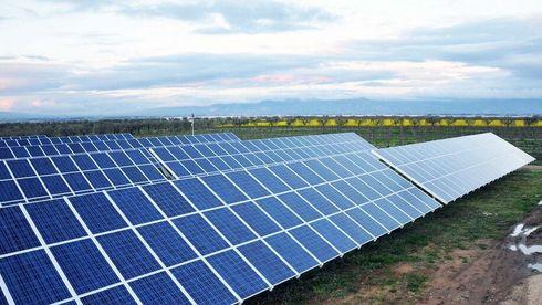 Nå blir store solkraftverk lønnsomme i Norge: To selskaper planlegger å bygge