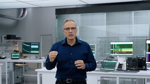 Johny Srouji, Apples direktør for maskinvare, introduserte selskapets nye kraftige systembrikker M1 Pro og Max under mandagens «Unleashed»-event.