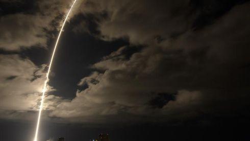 Lyssporet etter Lucy på vei ut i verdensrommet.
