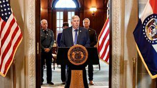 Guvernør Mike Parson holdt pressekonferanse om HTML-hackingen.