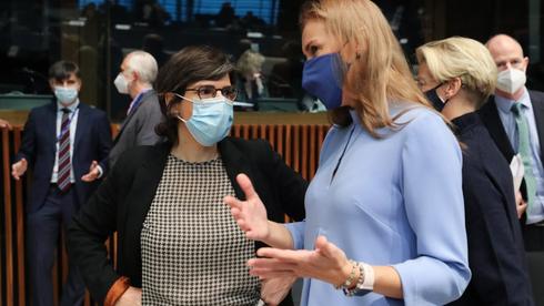 Belgias energiminister Tinne van der Straeten og EUs energikommissær Kadri Simson.