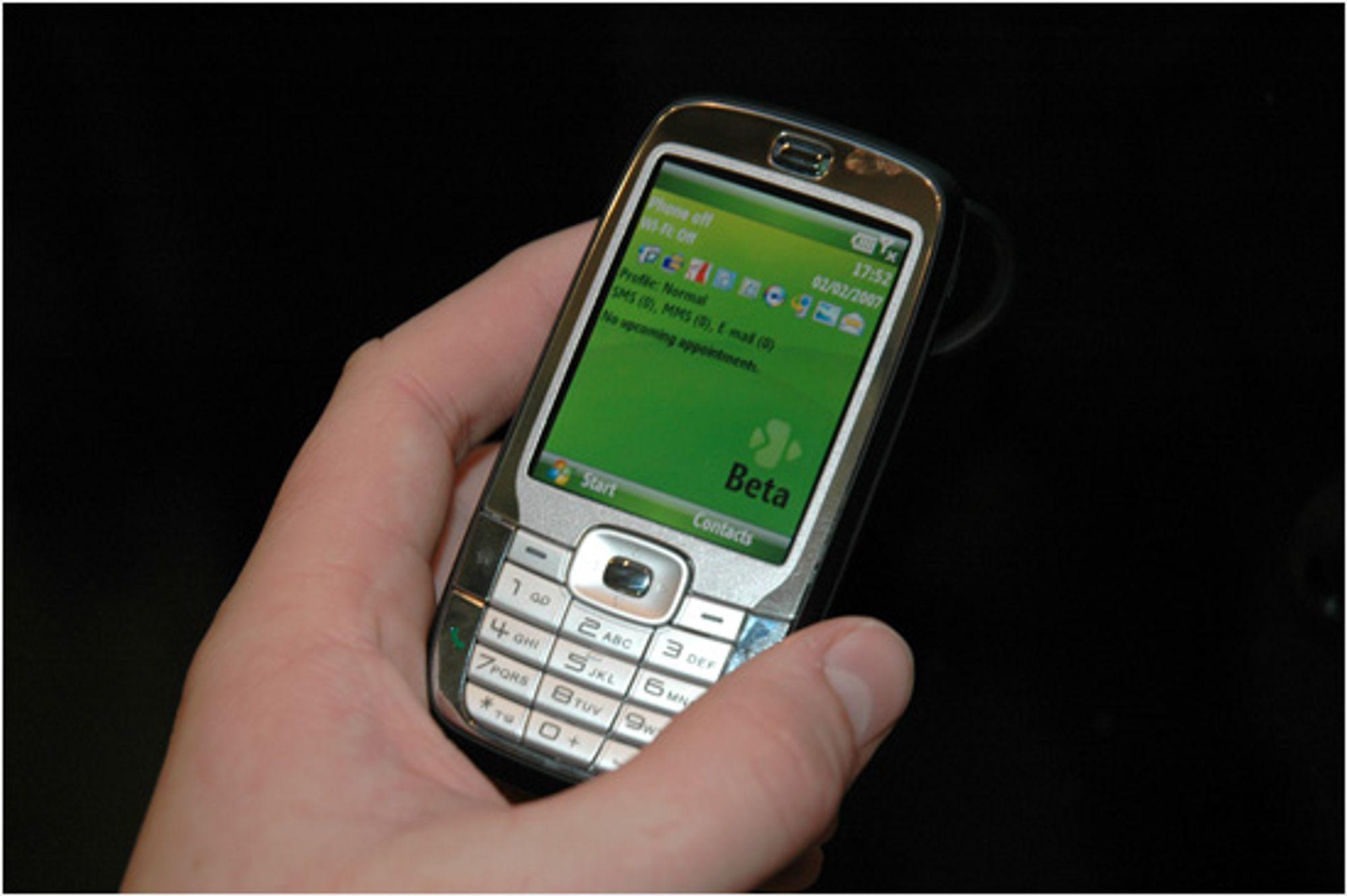 HTC S710 skjuler et fullt qwerty-tastatur