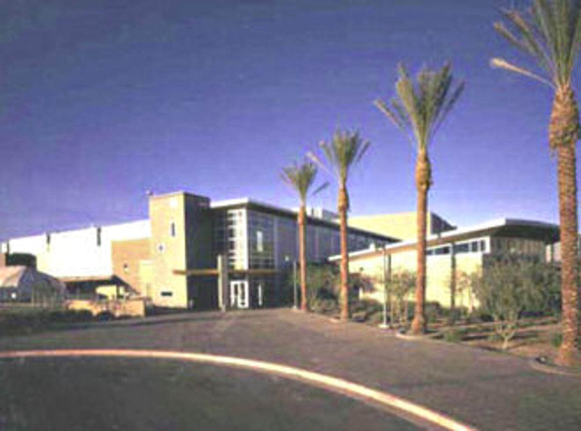 Bildet viser Intels Fab 12 i Arizona