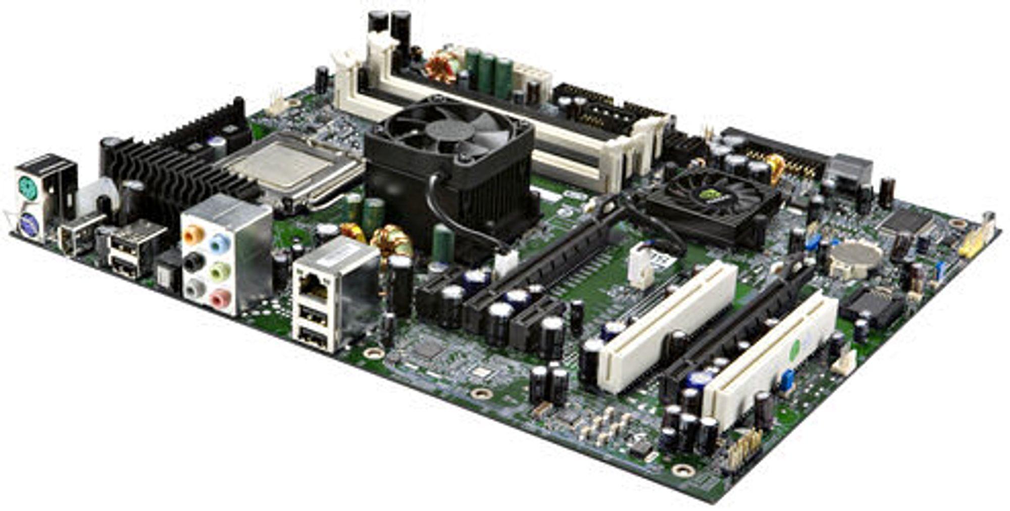 EVGAs og XFX' 680i LT SLI-kort er identiske