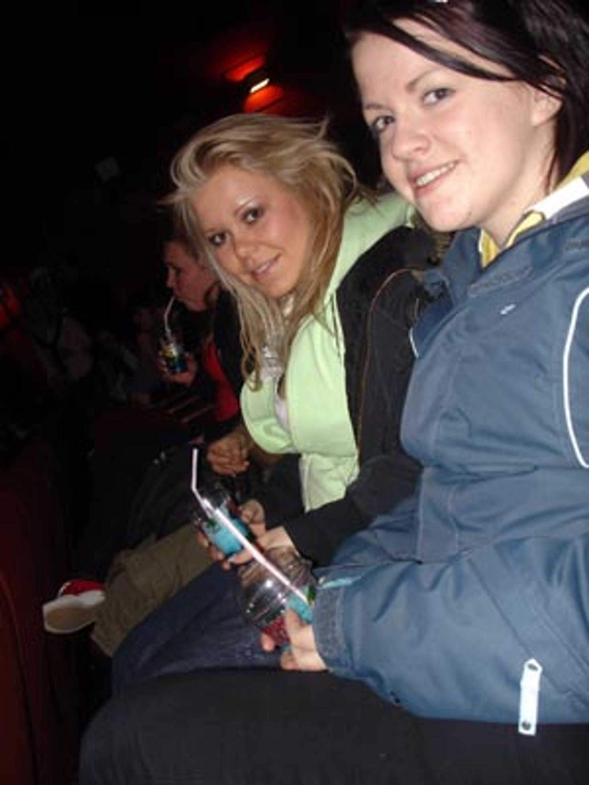 Karoline Kongshaug og Hanne Marki er fornøyd med festivalen hittil, men skulle gjerne hatt billetter til prisutdelingen.