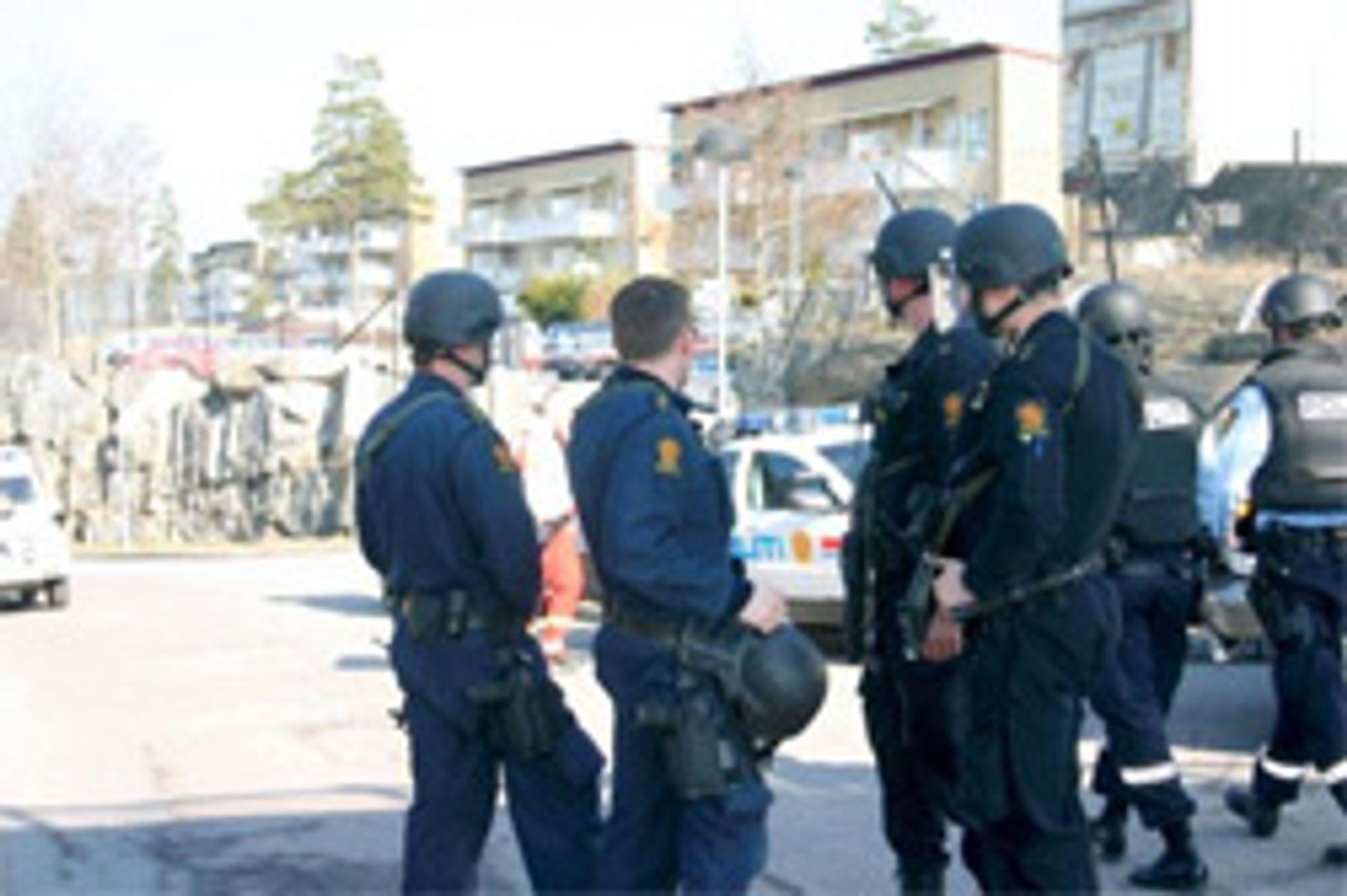 Store politistyrker var tilstede i Bjørndal. (Foto: Solrun Dregelid/Aftenposten)