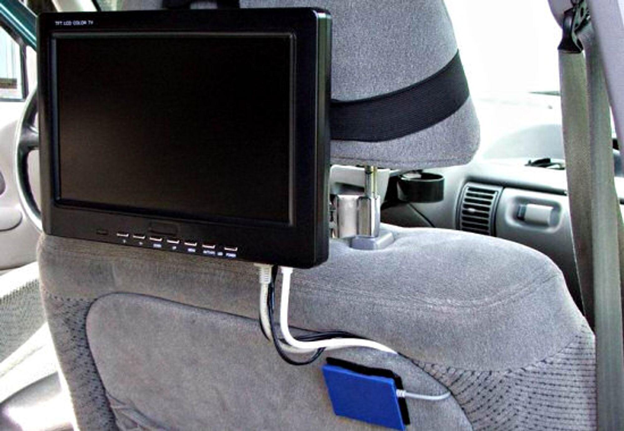 Nå skal bil-PC-en monteres!