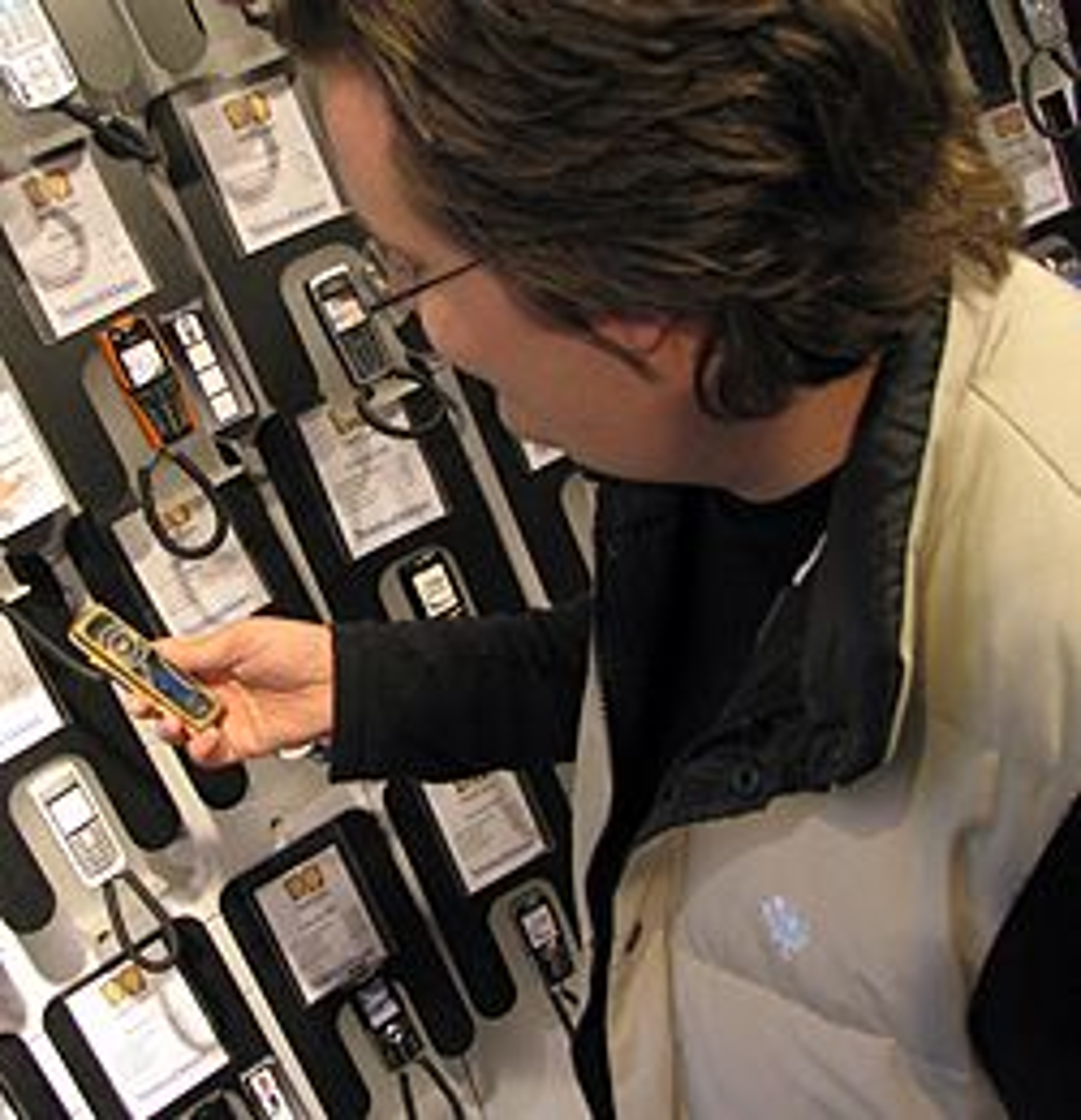 I mobilbutikken får du personlig service. (Foto: Marius Valle)