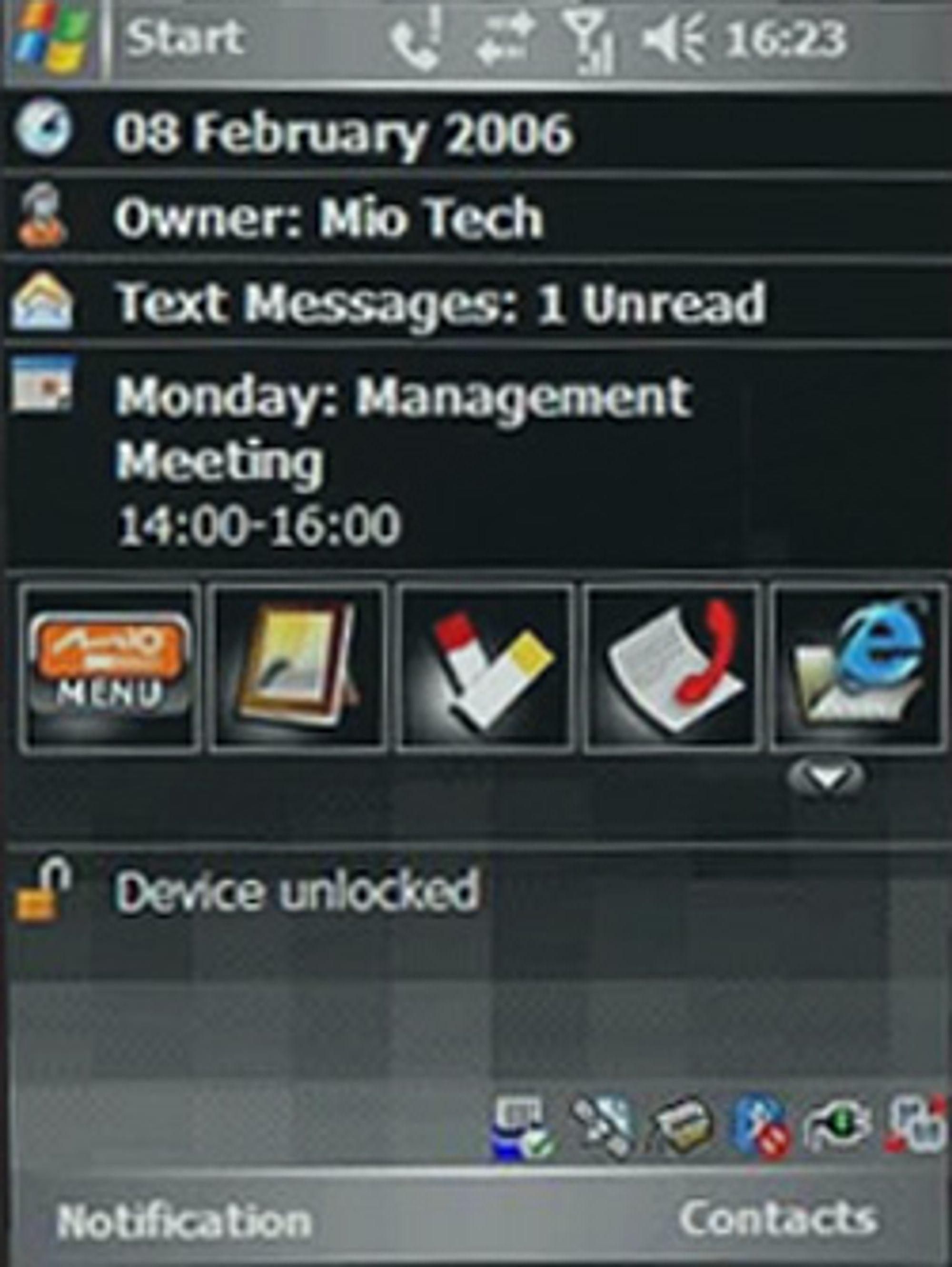 Telefonen kjører Windows Mobile. Her ser du hvileskjermen. (Foto: Mio)