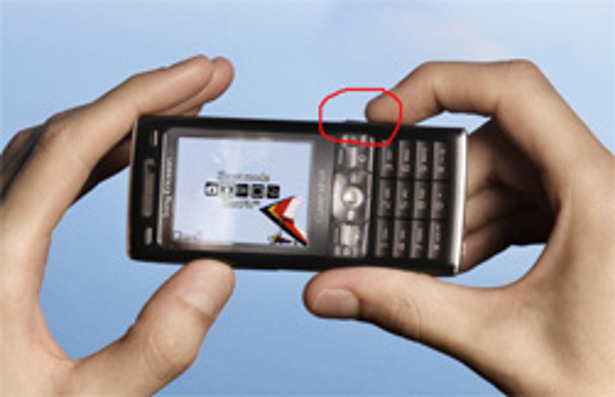 Hold mobilen som du holder et vanlig kamera. (Foto: Sony Ericsson)