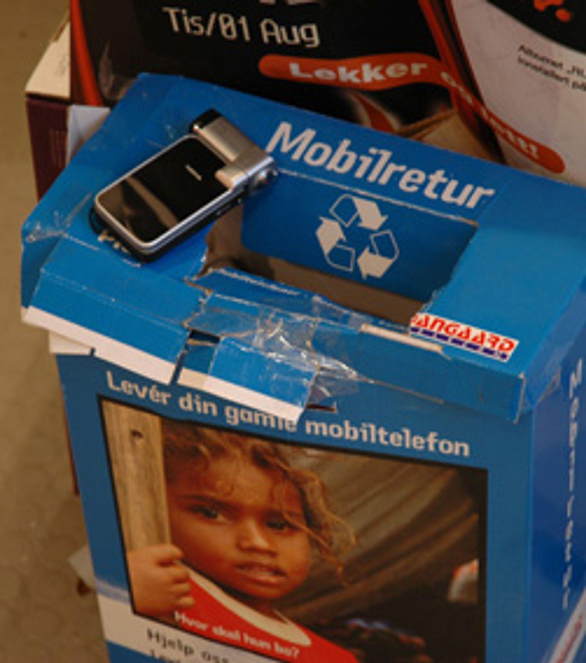 Kast mobilen din i en slik boks, og gjør verden hele tre tjenester. (Foto: Einar Eriksen)