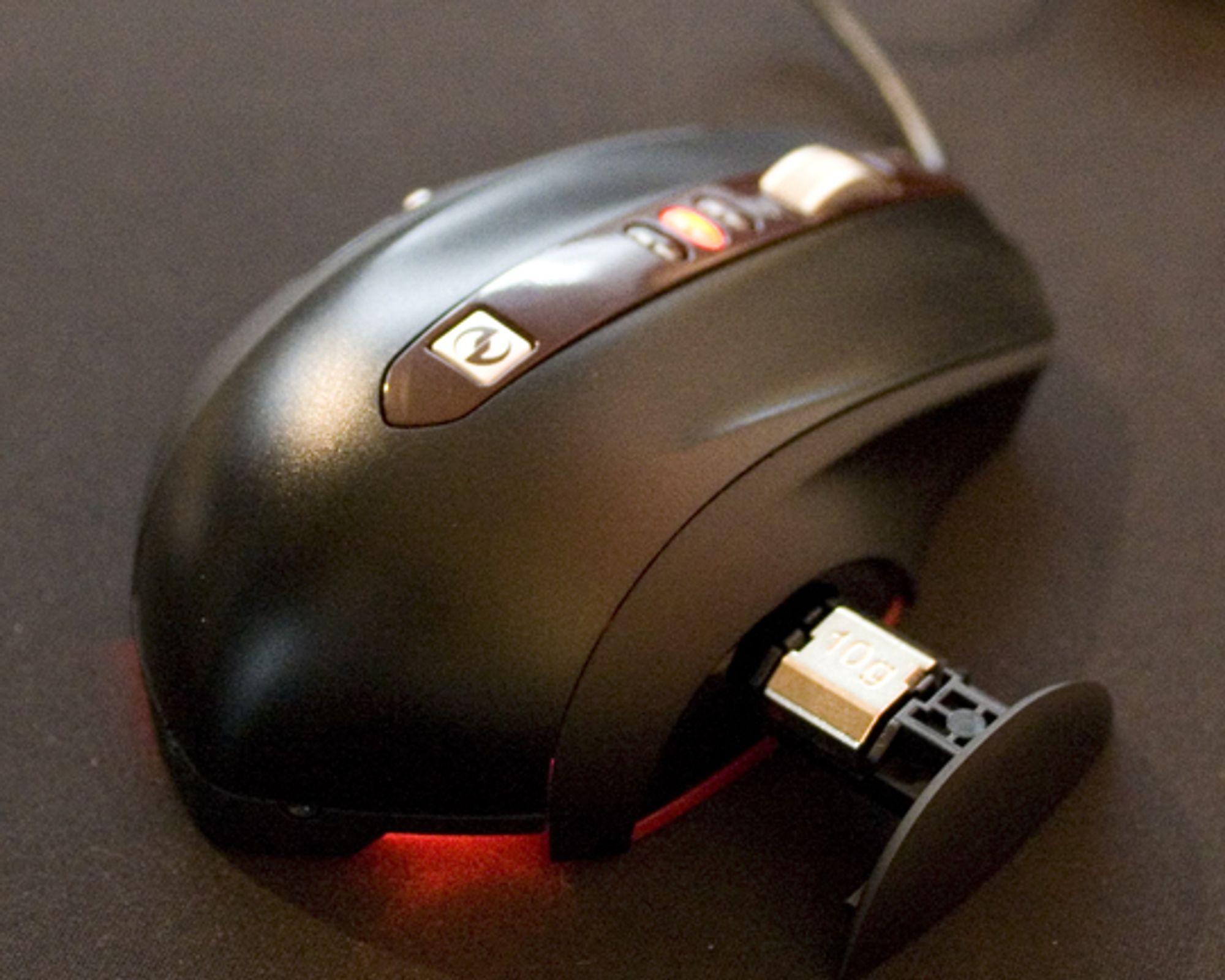 <em>SideWinder Mouse med vektbrettet ute</em>