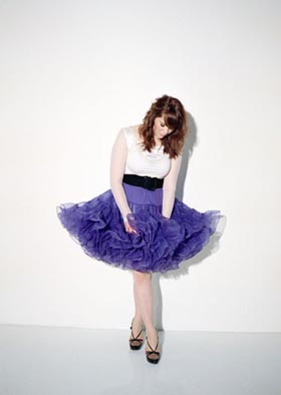 Kate Nash debuterer med identitetsløs pubertetspop totalt uten sjarm.