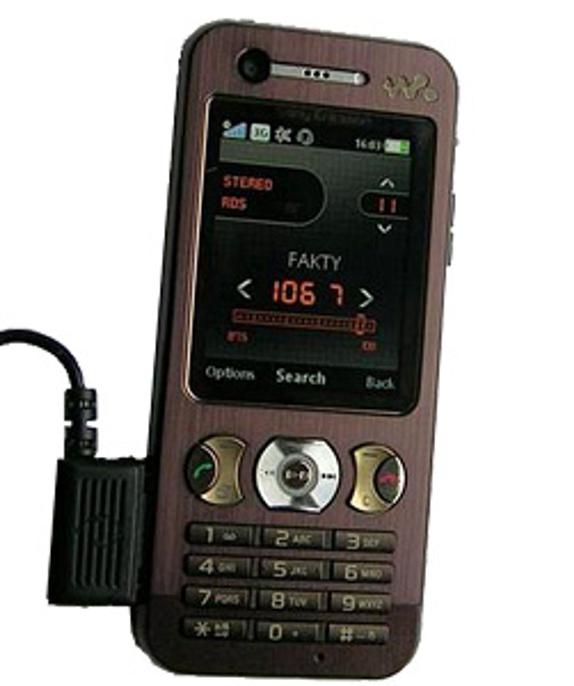 Kameraet på fremsiden viser at W890i er en 3G-mobil.