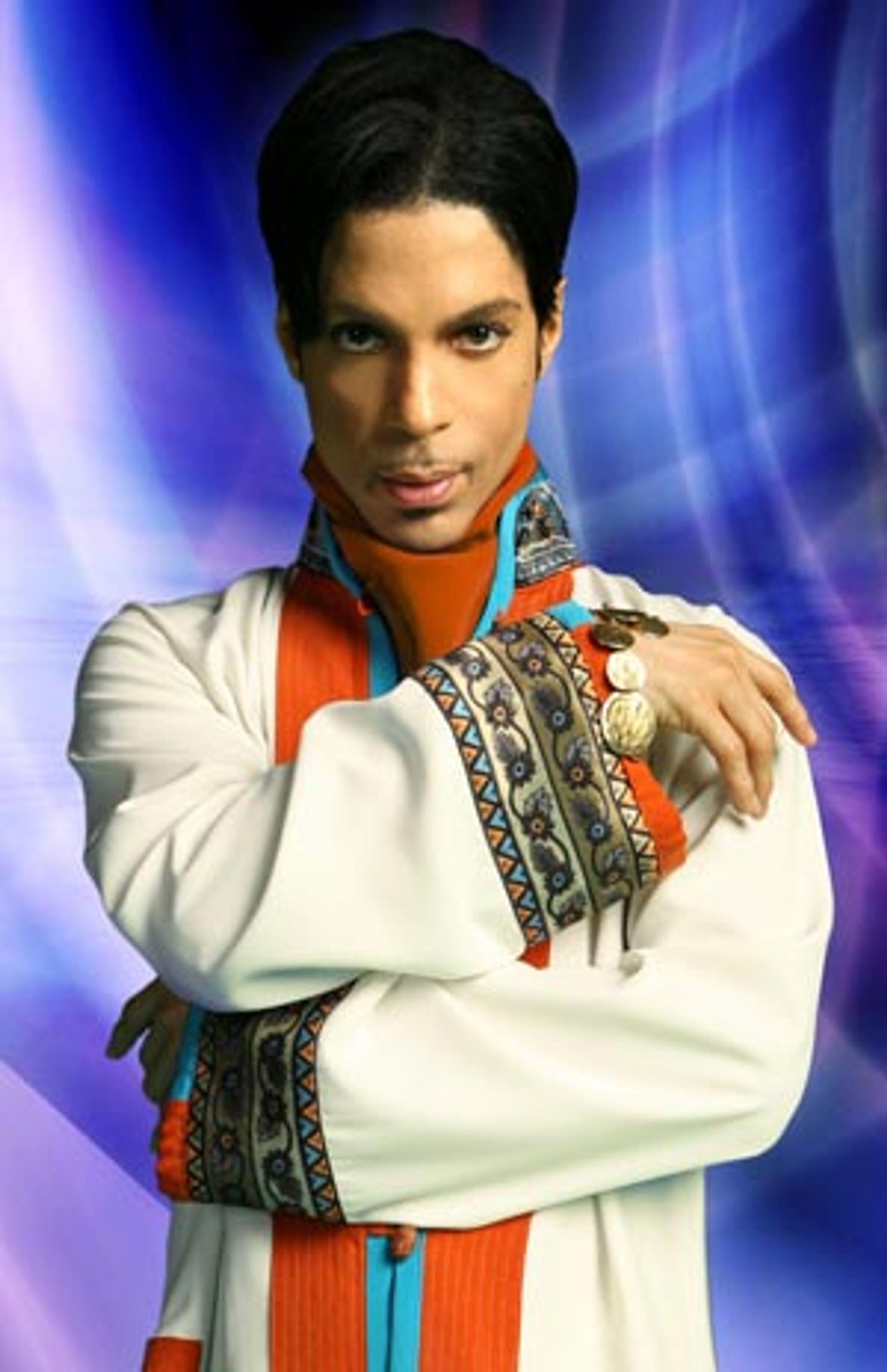 Prince går hardt ut mot egne fans.
