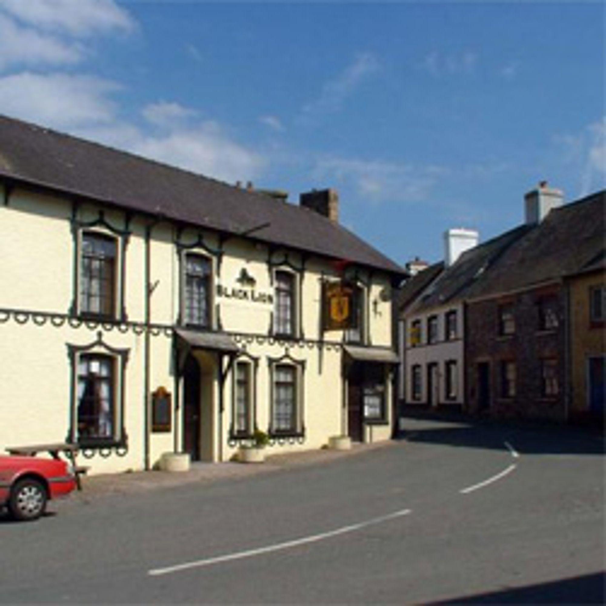 Gatene er for trange for trailere i Llangadog. (Foto: Stay In Wales)