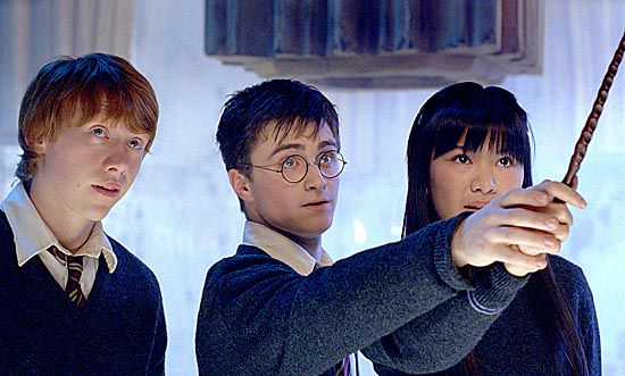 Harry lærer trylletriks til Ronny og Cho Chang.