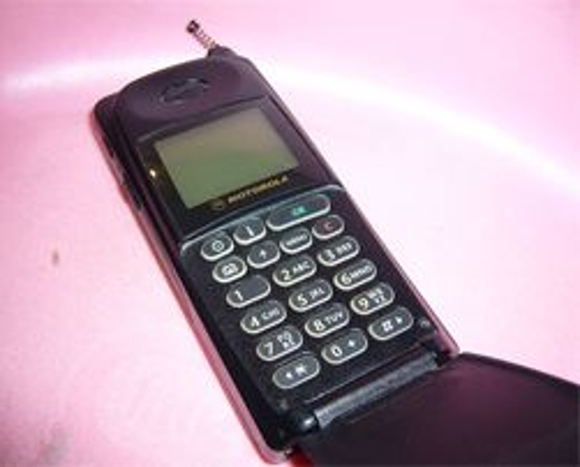 Motorola MicroTAC International 8700 var en sværing. (Foto: Wikimedia Commons)