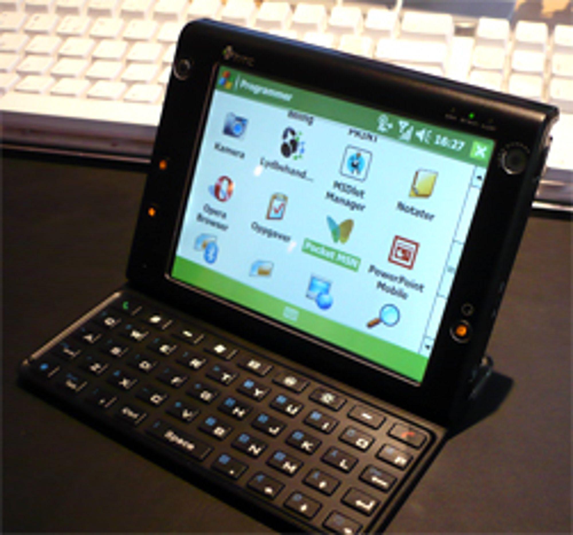 Denne mobilen ligger krysser nesten grensen mellom mobil og PC. HTC X7500 kan for eksempel kobles til en PC-skjerm. (Foto: Einar Eriksen)