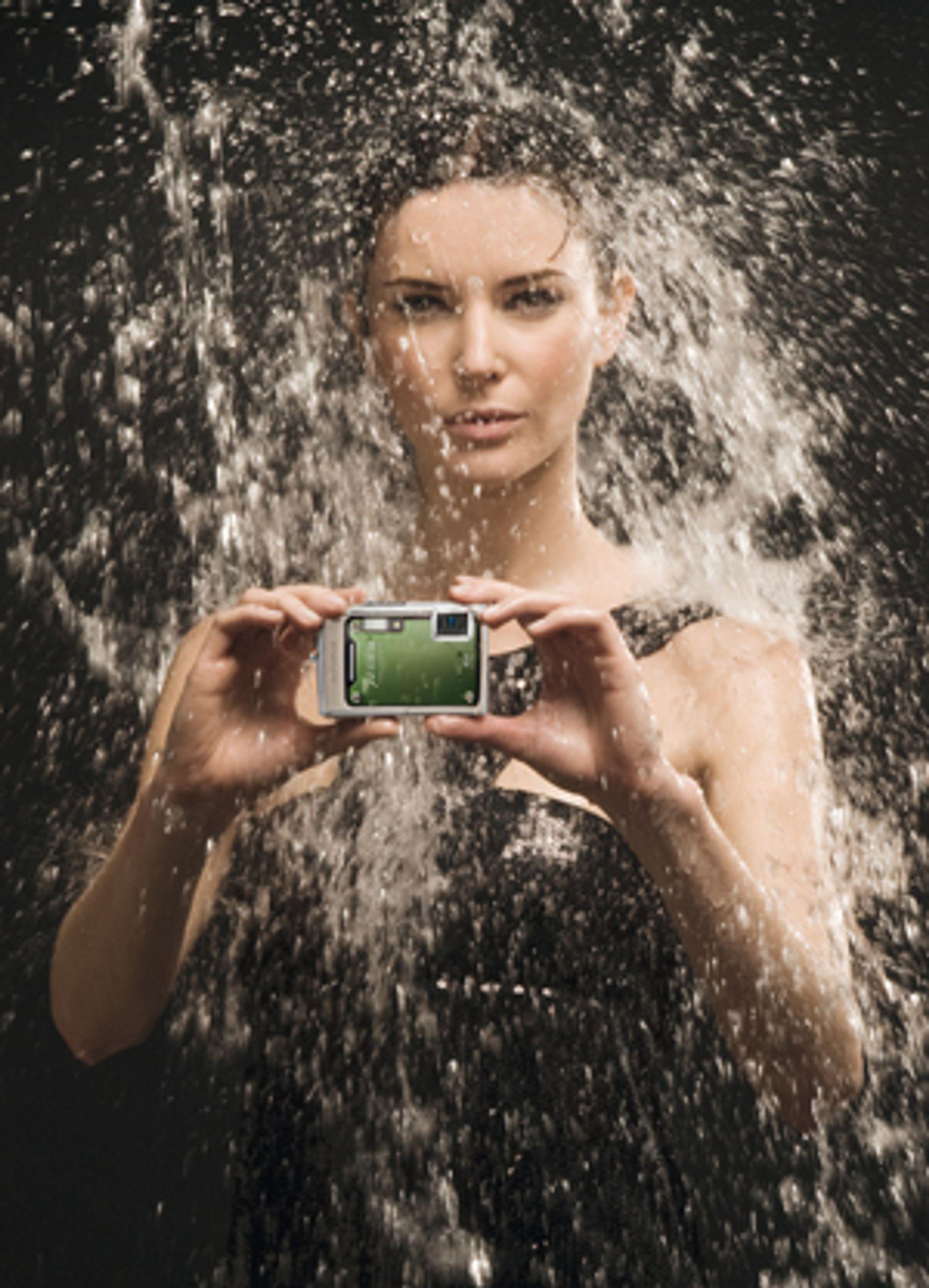 Med Olympus µ 1030 SW kan du fotografere i dusjen. I kjole. Det har du nok alltid hatt lyst til, tenker jeg!