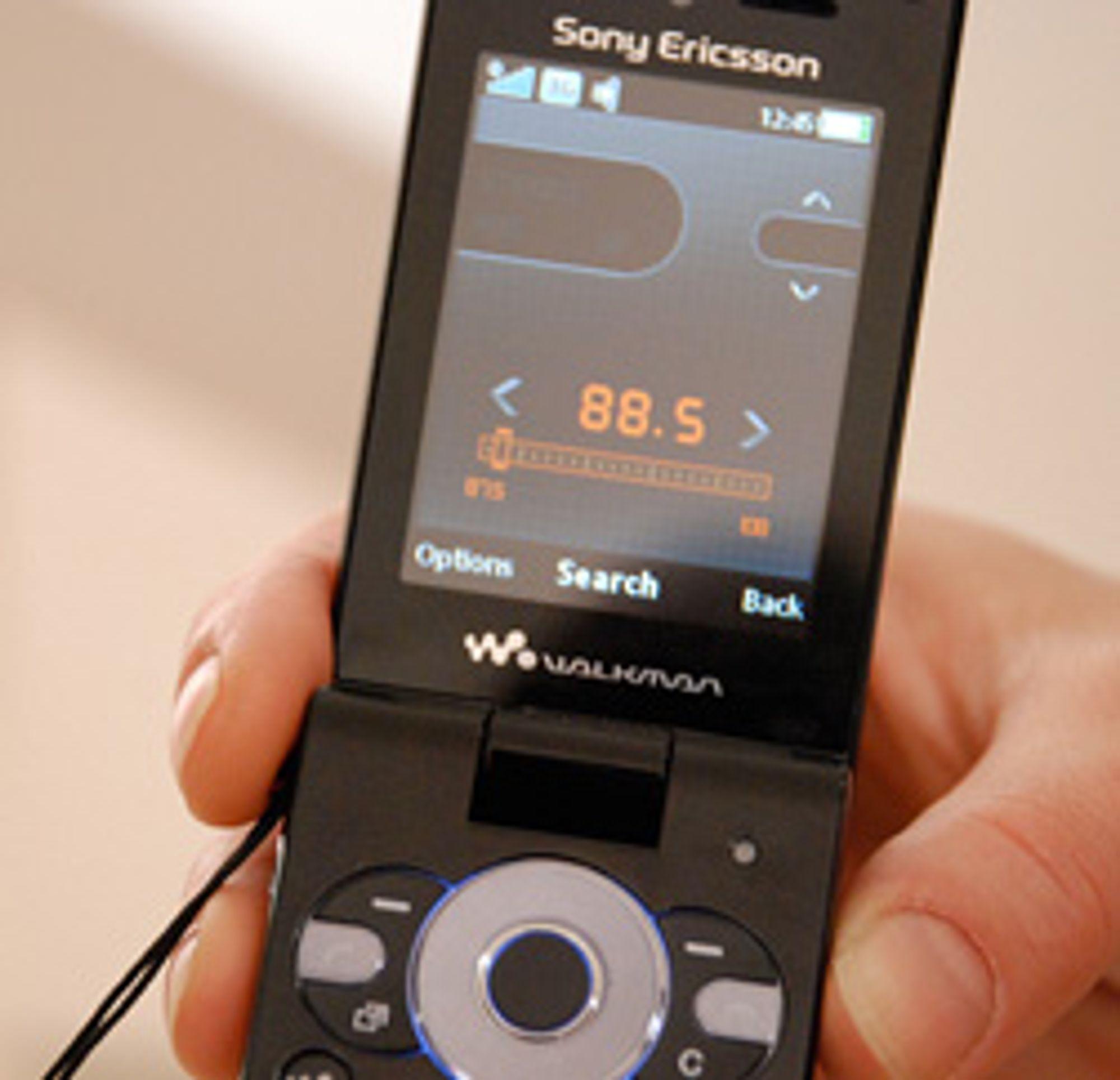 W980i har både FM-radio og FM-sender.