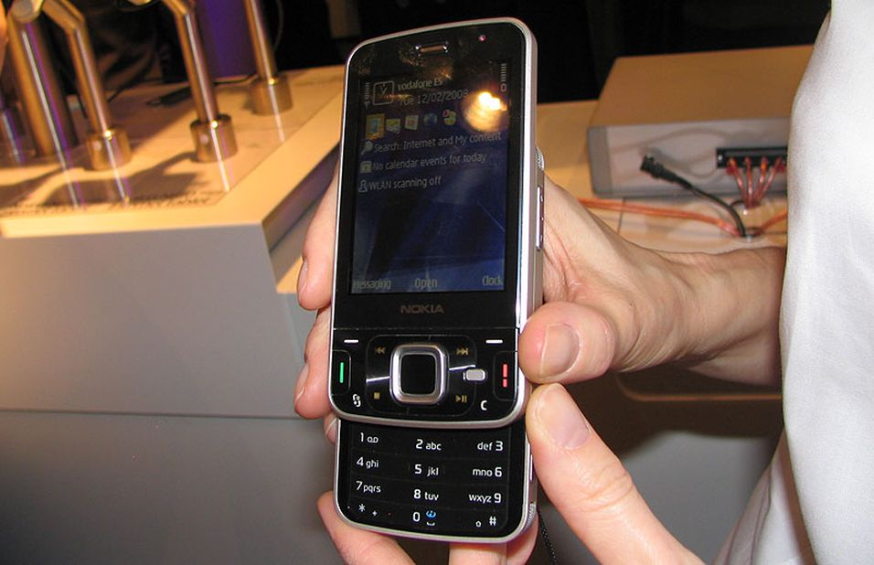 Nokia N96 er et populært objekt på messen.