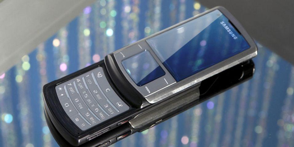 Samsung Soul har to skjermer, der den ene er berøringsfølsom.