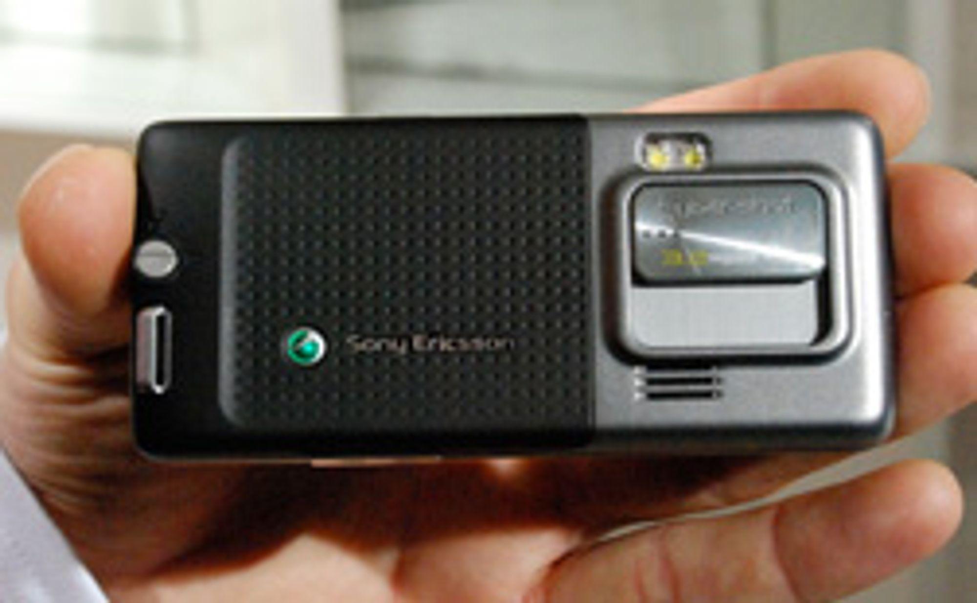 C702i har et tre megapikslers kamera.