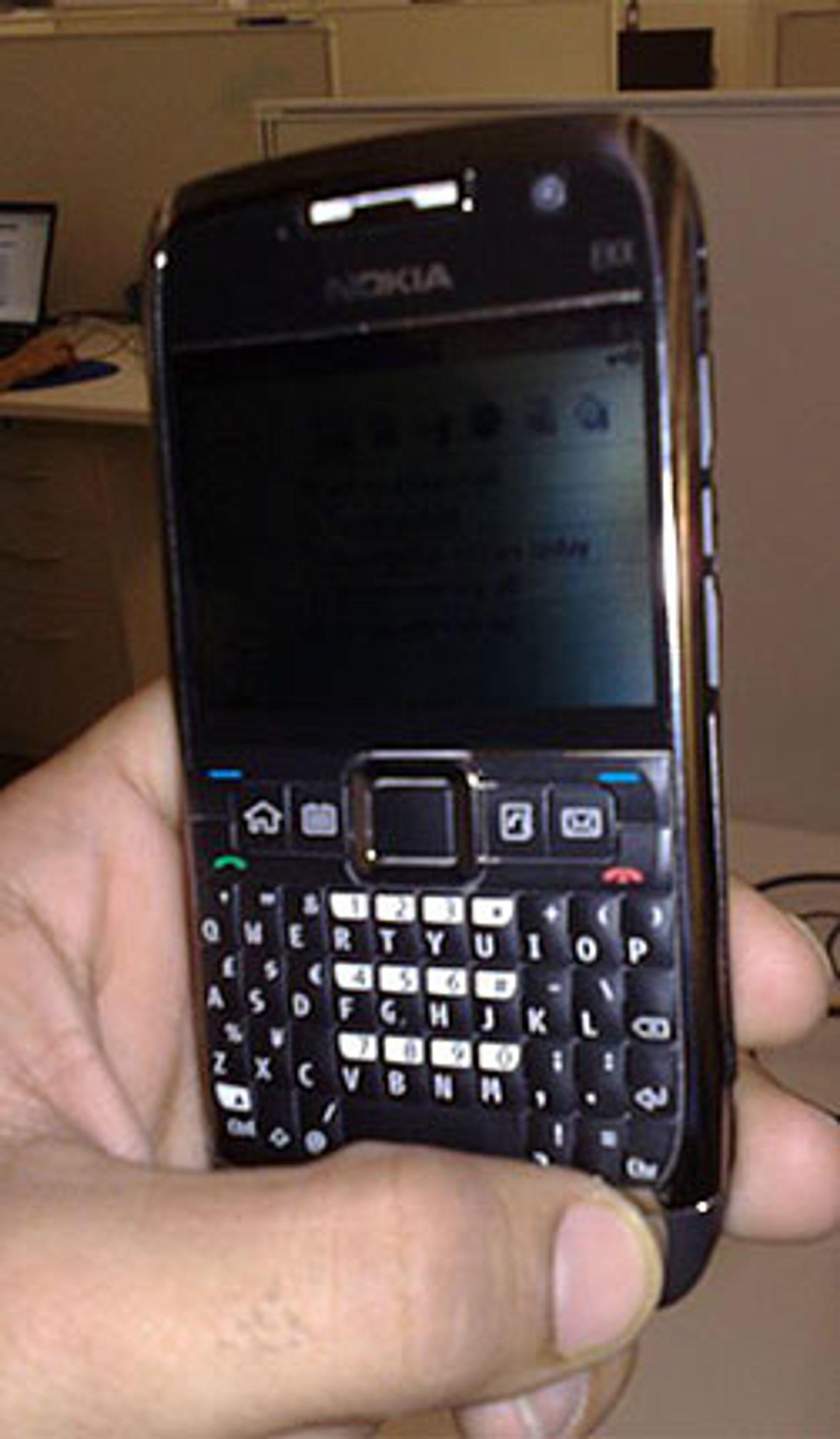 Dette bildet hevdes å vise Nokia E71 i levende live. (Foto: Ukjent)