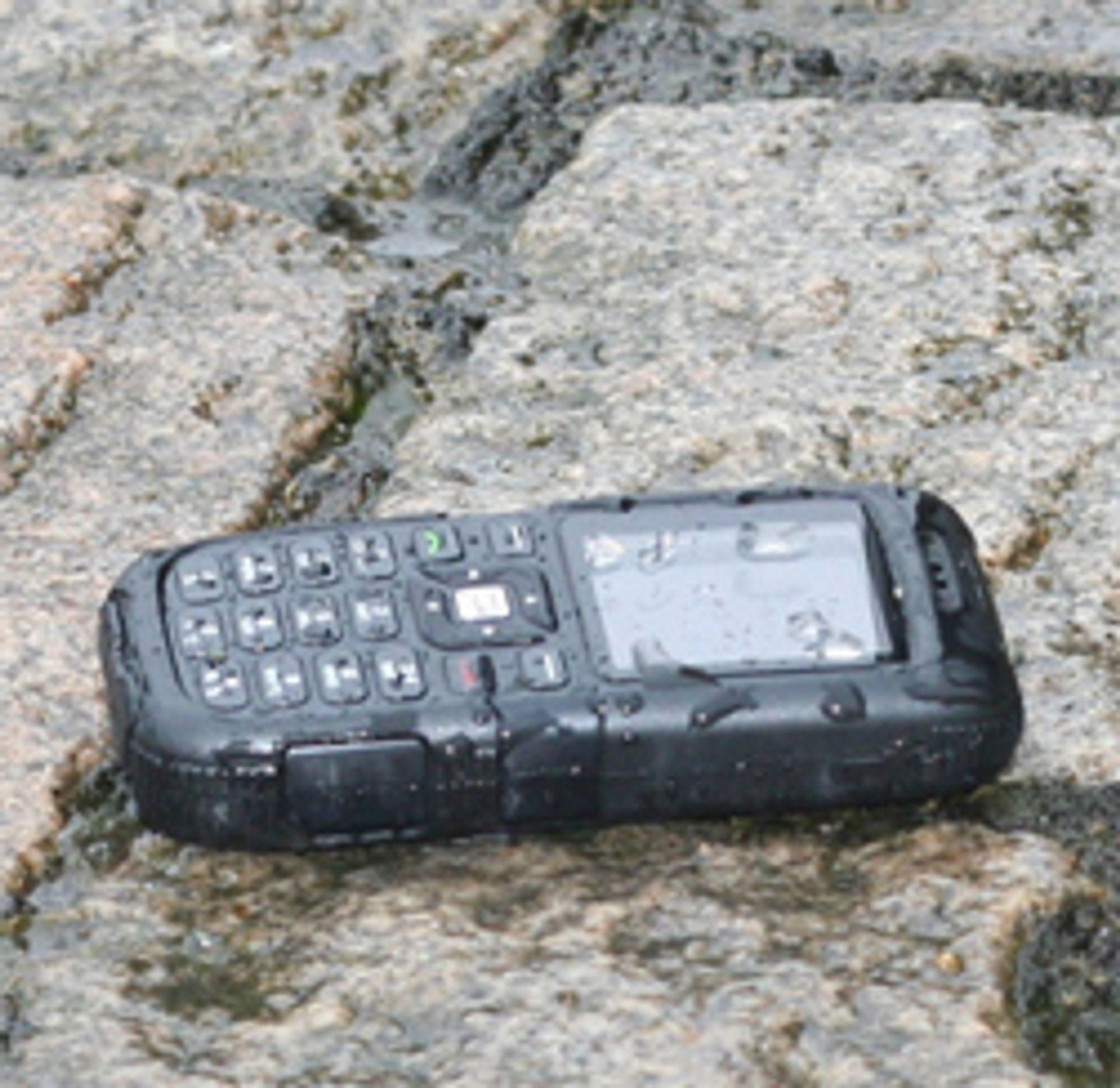 Sonim XP1 er sannsynligvis den tøffeste mobilen på markedet. (Foto: Marius S. Elvervåg)