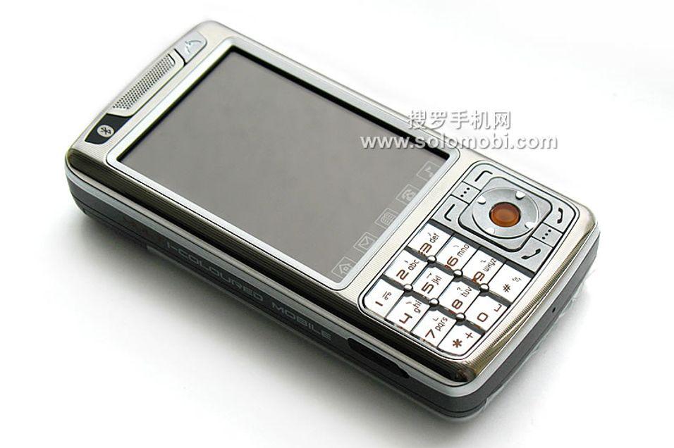 Solomobi oppgir at telefonen skal klare 666 dager hviletid på en enkel opplading av batteriet.