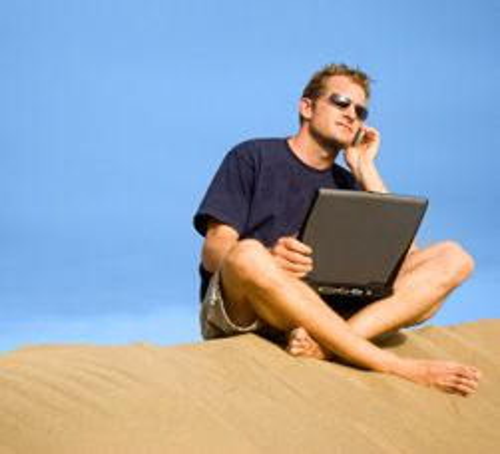 Nå blir det billigere å surfe på mobilnettene i utlandet. (Foto: Istockphoto / Richard Clarke)