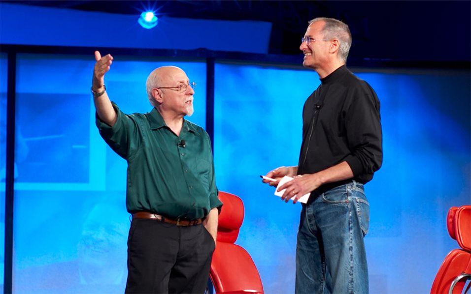 Walt Mossberg og Steve Jobs har en god tone. Nå hevder Mossberg å vite når 3G-Iphone kommer.