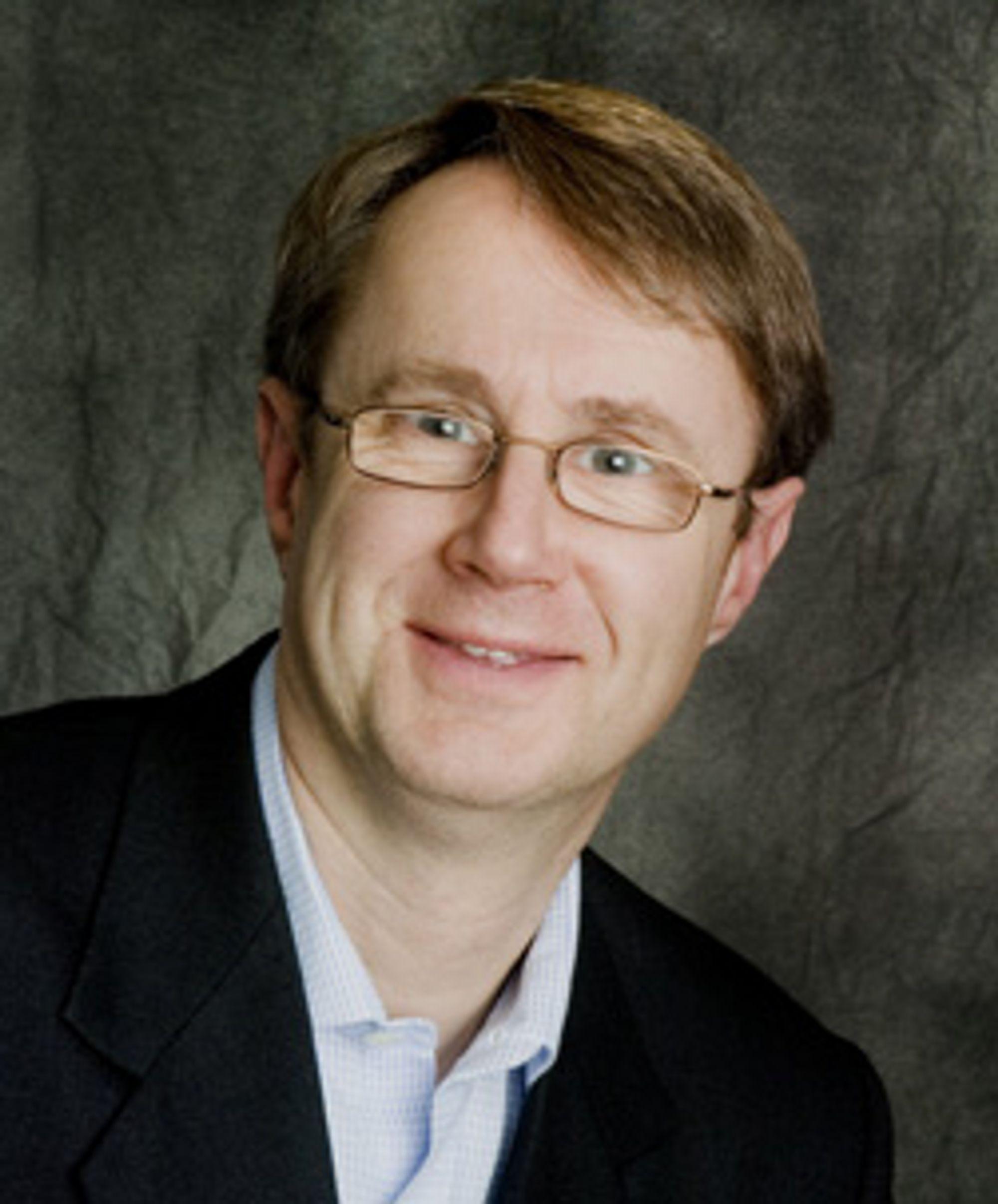 Bjørn Amundsen i Telenor mener tjenestene må til for å betale for hastighetsutbyggingen. (Foto: Telenor)